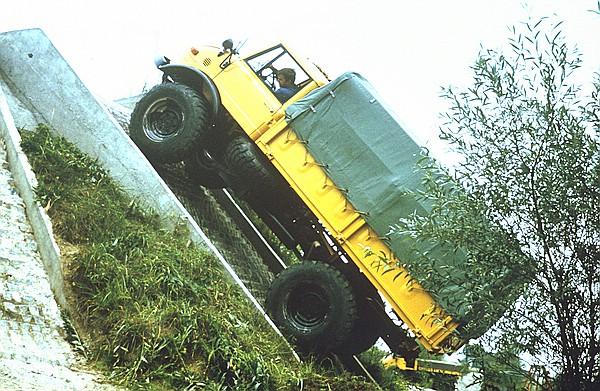 U 1100 L (416.115) beim Befahren der 100%-Steigung.