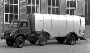Unimog U25, Baureihe 402 Sattelschlepperversion mit Kuka Müllwagenauflieger für 6-8 Kubikmeter Abfall